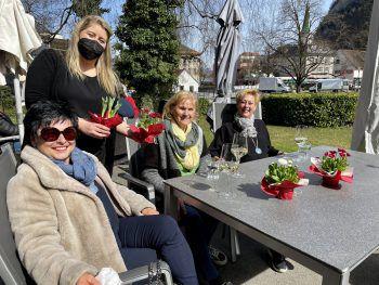 """Gemütlichkeit im """"Vorkoster""""! Melanie Fleischhacker Brigitte Natter, Johanna Mathis, Annelies Deters."""