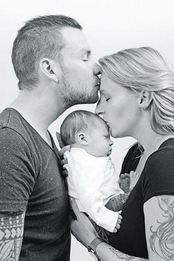 """<p class=""""caption"""">Glückliche Familie: Lara mit Freund Philipp und Sohn Tim.</p>"""