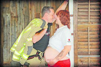 """<p class=""""caption"""">Johannes und Stefanie beim Babybauchshooting.</p>"""