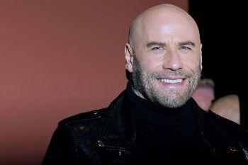 """<p class=""""title"""">John Travolta</p><p>Tanz und Schauspiel waren für den heute 67-Jährigen schon immer ein großer Bestandteil seines Lebens. Lange vor """"Pulp Fiction"""" war er in der Broadway-Tour-Produktion """"Grease"""" zu sehen und wirkte ebenfalls im Broadway-Musical """"Over Here"""" mit.</p>"""