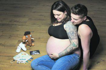 Julia und Seby im Babyglück.Fotos: privat
