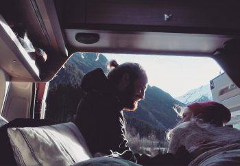 """<p class=""""caption"""">Kathi und Paul lieben es, mitten in den Bergen zu sein, statt nur die Aussicht auf sie zu haben.</p>"""