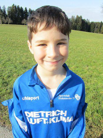 """<p>Luca Schratt, 8 Jahre: """"Beim Dietrich Luft + Klima SC Hohenweiler 72 spiele ich schon lange. Ich mag den Verein, da ist immer etwas los.""""</p><p />"""