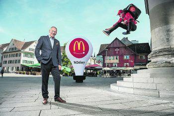 McDonald's-Genuss für zu Hause: Egal, ob McCafé oder BigMac – das McDonald's Team liefert das Essen direkt zu ihren Kunden. Foto: Markus Berger