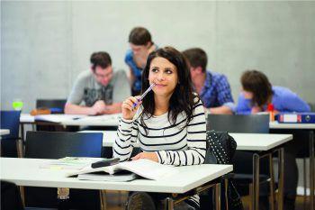 Neben dem Beruf ein Studium zu absolvieren, erweitert nicht nur den Horizont, sondern öffnet beruflich neue Türen.