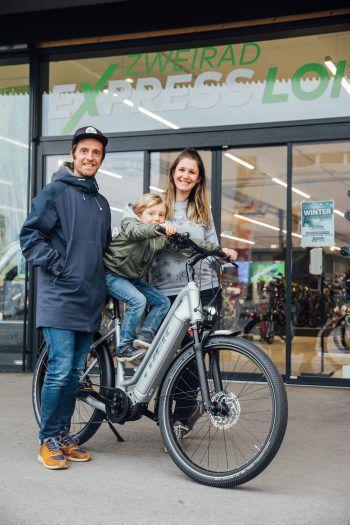 """<p class=""""caption"""">Perfekt zum Frühlingsstart gewinnt Lisa das praktische E-Bike.</p>"""