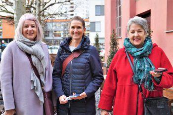 """<p class=""""caption"""">Renate Schelling, Kornelia Moosbrugger und Helga Fleisch mit den Negativ-Tests.</p>"""