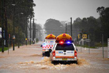 <p>Sydney. Dringend: Rettungswagen holen nach heftigen Regenfällen Einwohner aus deraustralischen Metropole. Die Regierung hat Evakuierungen angeordnet.</p>