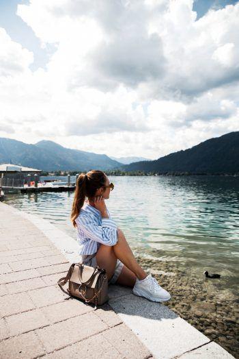 """<p class=""""caption"""">Theresa verbringt ihre Freizeit gerne am Tegernsee, rund 50 Kilometer von ihrer neuen Heimatstadt München entfernt.</p>"""