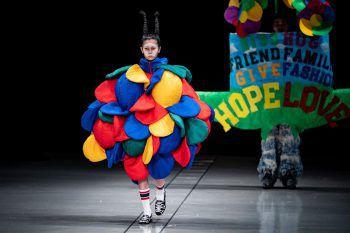 Tokio. Extravagant: Wer's tragen kann – das gilt für japanische Mode umso mehr, wie dieses Bild von der Tokyo Fahion Week zeigt. Fotos: AFP, AP, APA