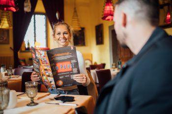 """<p class=""""caption"""">Wo geht ihr am liebsten Essen? Bei unseren neuen Thema geht es um eure Lokalempfehlungen im Ländle. Foto von euch beim Essengehen einsenden und Gutscheine gewinnen!Foto: Sams</p>"""