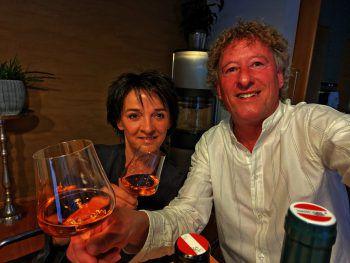 "<p class=""caption"">Andrea (W&W) mit Peter Handle (FC Dornbirn-Sportvorstand).</p>"