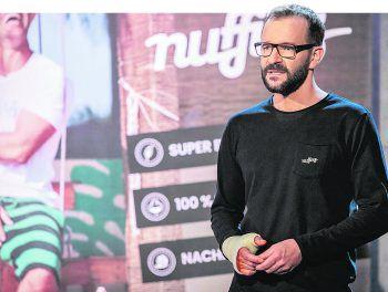 """Andreas Gähwiler präsentierte in der PULS 4-Show """"2 Minuten 2 Milli0nen"""" die Vorarlberger Lifestyle-Marke """"Nuffinz""""."""