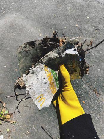 """<p class=""""caption"""">Bei einer Flurreinigung haben die Jugendlichen der OJA Hohenems die Stadt vom Müll befreit.</p>"""