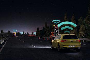 """<p class=""""title"""">               Car2X              </p><p>Die serienmäßige Gefahrenwarnung unterstützt die fahrende Person mit nützlichen Informationen, zum Beispiel kann sie vor Baustellen oder Sondereinsatzfahrzeugen warnen. Die Kommunikation funktioniert mit Car2X-Technologie über WLAN.</p>"""