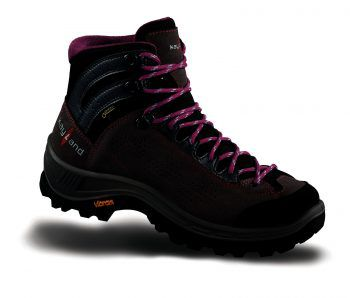 """<p class=""""caption"""">Das """"Renegade""""-Herren-Modell von Lowa ist für jedes Gelände geeignet und ideal für längere Bergtouren. Preis: 199,99 Euro.</p>"""