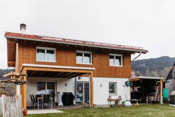 """<p class=""""caption"""">Das Traumhaus von außen: Der ehemalige Schreinermeister Roberto Degano baute in seinem Traumhaus vieles selbst.</p>"""
