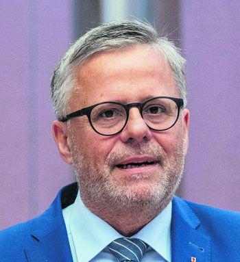 """<p class=""""title"""">               """"Derartige Methoden halte ich für falsch""""             </p><p>Roland Frühstück, ÖVP: """"Ich kenne nicht alle Details in dieser Causa und möchte daher aus der Distanz in dieser Sache nicht urteilen. Ich möchte aber ganz generell festhalten, dass ich solche Methoden für falsch halte. Ich bin der Meinung, dass ein teilstaatliches Unternehmen andere Möglichkeiten hat, sich mit Kritik auseinanderzusetzen.""""</p>"""