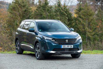 """<p class=""""title"""">               Design             </p><p>Die moderne Silhouette des neuen SUV Peugeot 5008 mit sieben Sitzen wurde neu interpretiert und wirkt nun noch reifer und eleganter – die ideale Mischung aus Kraft und Raffinesse.</p>"""