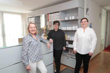 Dr. Elisabeth Brändle, Beatrix Waibel und Renata Racic am Empfang.
