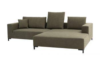 Ein Sofa zum Entspannen             Geradlinig, modern und funktionell: Das Sofa Steve R. zeigt wie sich Funktionalität und Ästhetik miteinander verbinden lassen. Das zeitlos-lineare Design passt perfekt in jede Wohnum-gebung. Das Sofa ist bei CASA Möbel Hohenems in verschiedenen Ausführungen erhältlich. Preis: 2337 Euro. www.casa-moebel.at