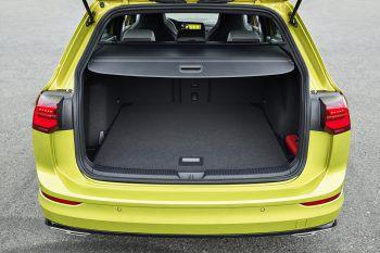 """Eine Bewegung genügtMit der optionalen """"Easy Open""""-Funktion genügt eine kleine Bewegung mit dem Fuß unter das Heck und Sie öffnen die Gepäckraumklappe."""