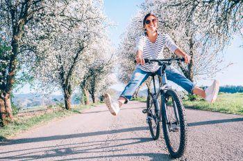 """<p class=""""title"""">               Fahrrad statt Auto             </p><p>Bei gutem Wetter ist das Fahrrad die optimale Wahl. Auch größere Distanzen legt man so schnell und sportlich zurück und schont damit auch noch die Umwelt.</p>"""