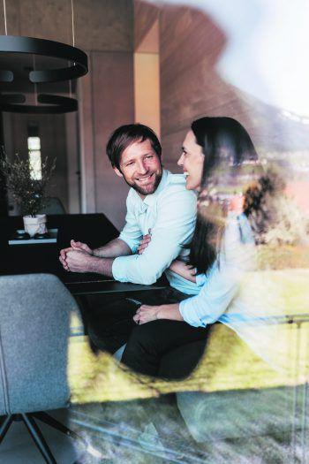 Manfred und Bianca haben sich über Nenzing ihr Traumhaus gebaut und sind überglücklich damit.
