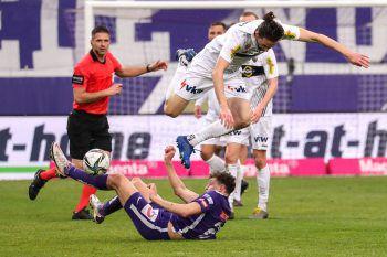 """<p class=""""caption"""">Foul oder nicht? Martel im Zweikampf mit Subotic. In weiterer Folge fiel das 1:0 für die Austria.</p>"""