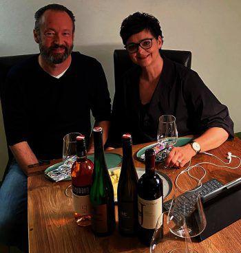 """<p class=""""caption"""">Genießer: Udo Mäser (Fiat Mäser) mit Manuela Pillon (Fussenegger Textil).</p>"""