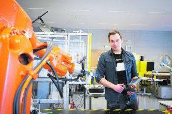 Georg Fessler wird sein Mechatronics-Masterstudium mit zwei Abschlüssen absolvieren.Fotos: handout/FH Vorarlberg; Selina Bilgeri