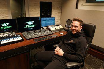 "<p class=""caption"">Im Tonstudio ""Jherip Productions"" wurde die neue Single von Noah produziert.</p>"
