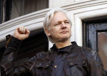 """<p class=""""title"""">               Julian Assange             </p><p>Auch wenn er sich selbst wohl nicht als Star bezeichnen würde, Assange soll hier nicht unerwähnt bleiben. Der Journalist und Hacker gründete 2006 die Plattform WikiLeaks, deren Enthüllungen für viel Aufregung sorgten. Speziell die USA sind deshalb hinter ihm her.</p>"""
