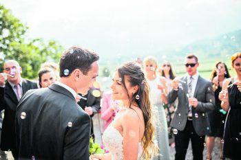 """<p class=""""caption"""">Lediglich die Freunde des Paares aus Marokko konnten aufgrund des dort bestehenden Ausreiseverbotes nicht an der Hochzeit teilnehmen. Fotos: Sams</p>"""