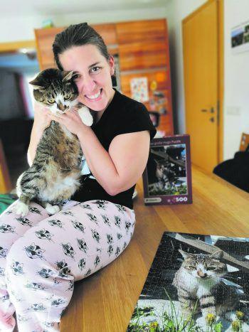 Marion ist Katzenliebhaberin durch und durch. Von ihrem geliebten Kater Hugo gibt es sogar ein Puzzle!Fotos: privat