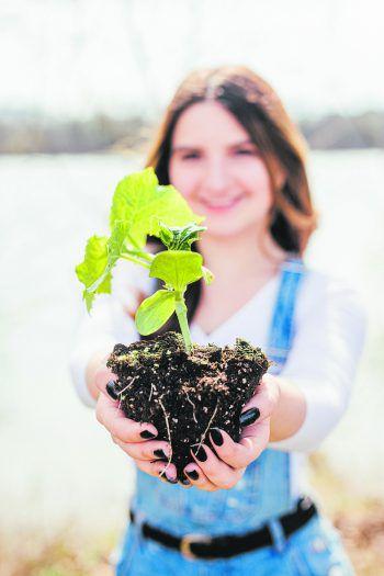 Sarah aus Feldkirch pflanzt ihre eigenen Lebensmittel an und lebt so gesund und nachhaltig.