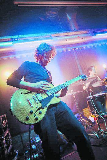 Selbst auch Gitarrist bei Mark Peters & The Dark Band bestimmen Gitarren-lastige Songs und Künstler die persönliche Hitliste von Martin. Foto: handout/privat