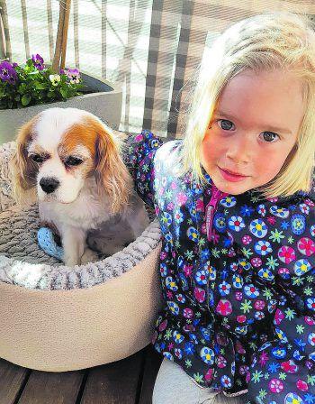 """<p class=""""caption"""">Süß: Elisa mit Hund Emma.</p>"""