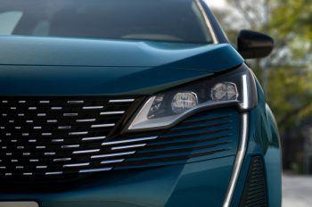"""<p class=""""title"""">Technologie</p><p>Unterwegs unterstützen die zahlreichen Assistenzsysteme des SUV Peugeot 5008. So zum Beispiel die neueste Generation der """"Active Safety Brake Plus"""" oder die """"Erweiterte Verkehrsschilderkennung"""".</p>"""