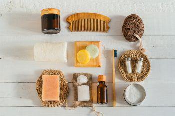 """<p class=""""title"""">               Umweltfreundliche Körperpflege             </p><p>Bei Körperpflegeprodukten kann man auf vieles achten: Gesichtscreme ohne Palmöl, Duschgel ohne Mikroplastik, Deo ohne Aluminium, Aftershave ohne Phthalate und synthetischen Moschus. Das ist gut für die Haut und die Umwelt.</p>"""