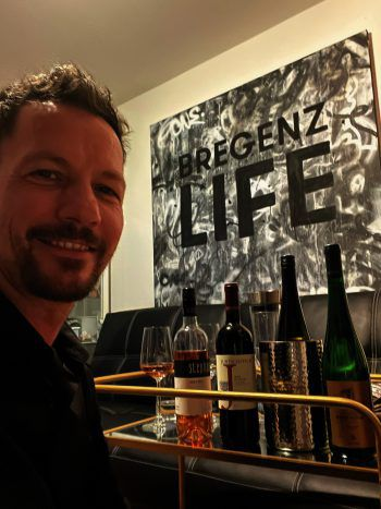 """<p class=""""caption"""">Weingenießer: Robert S. Salant, GF Bregenz Tourismus & Stadtmarketing.</p>"""