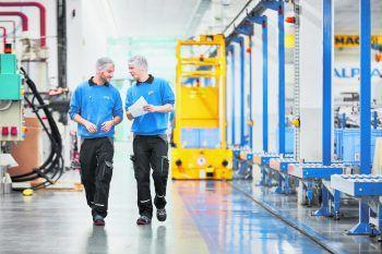AlplaDie Alpla Group in Hard ist Vorreiter in Sachen Kunststoffverpackungen. Mit 21.600 Beschäftigten in 45 Ländern ist das Unternehmen eines der größten in ganz Vorarlberg. www.alpla.com Fotos: handout/Blum; Zumtobel; Doppelmayr (Pircher Roland); Alpla; Rauch