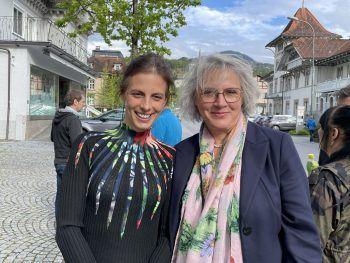 """<p class=""""caption"""">Anna Gross und Maria Neuschmid.</p>"""