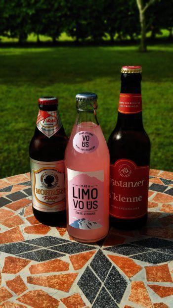 """Bei den Bieren sind sie Mitbewerber, bei der Limo machen sie gemeinsame Sache: Mohren und Frastanzer haben mit """"VO ÜS"""" eine leckere Limo auf den Markt gebracht. Fotos: handout/Vo Üs"""