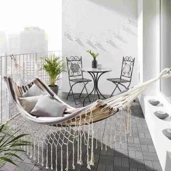 """<p class=""""title"""">               Cool abhängen!             </p><p class=""""title"""">Wer keinen Garten hat, kann auch seinen Balkon zu einem kleinen Wohlfühlort umgestalten. Eine Hängematte eignet sich dabei perfekt, um einfach mal so richtig abzuhängen und die Seele baumeln zu lassen. Gesehen bei Mömax.</p>"""