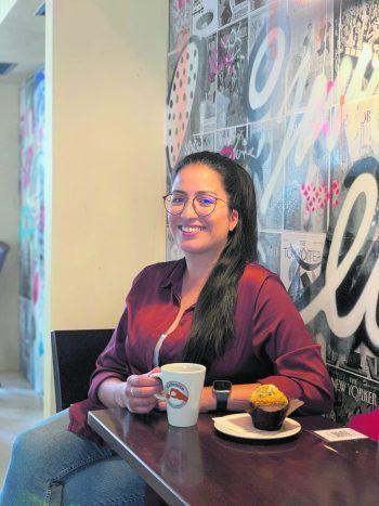 Das Gesicht hinter der Instagram-Seite: Katy Saavedra liebt es, kulinarische Tipps – wie hier im Cafesito – mit ihren Followern zu teilen. Fotos: handout/Saavedra