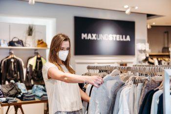 """<p class=""""caption"""">Die riesige Auswahl bei """"Max und Stella"""" am Garnmarkt kann sich sehen lassen – hier wird man bestimmt fündig. Fotos: Sams; handout/Schnetzer; Kopf</p>"""