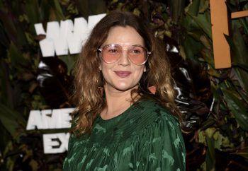 """<p class=""""title"""">               Drew Barrymore             </p><p>Durch ihre Rolle in E.T. wurde die damals 7-Jährige weltberühmt. Der Druck auf den Kinderstar war enorm: Mit neun begann sie zu rauchen, mit 13 konsumierte sie Kokain – und flog von der Schule. Nach einem harten Entzug fand sie zurück ins Leben – und gehört heute zu den ganz Großen ihres Fachs.</p>"""