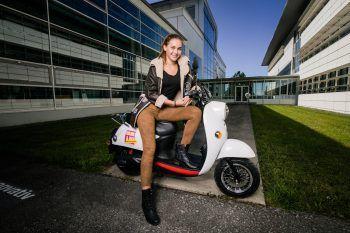 """<p class=""""caption"""">Ebenfalls in Sachen Moped, Roller und Vespa gibt es bereits eine nachhaltigere E-Variante. Fotos: Shutterstock/APA/WAWO</p>"""