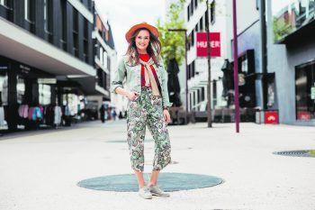 Amanda hat sich auf ihrer Shopping-Tour in der Kummenberggemeinde Götzis ein neues Outfit ausgesucht. Foto: Sams